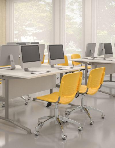 Ambiente de informática com móveis Metadil.