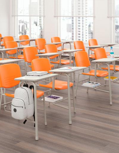 Imagem de sala de aula com cadeiras monobloco Metadil.
