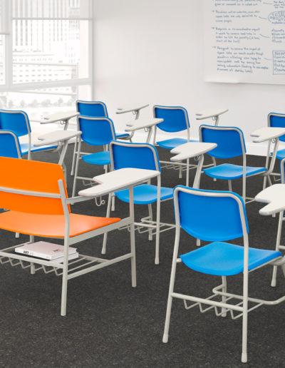 Imagem de aula com móveis Metadil.