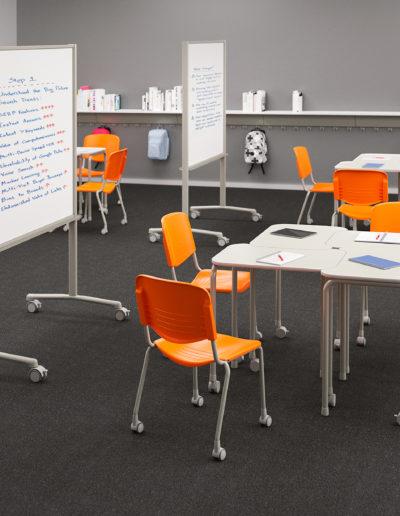 Imagem de sala de aula com móveis Metadil.