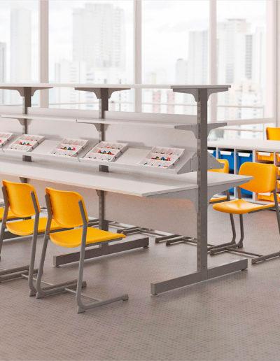Imagem de sala de robótica com móveis Metadil.